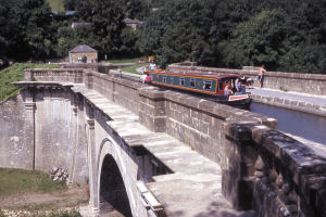 Dundas aqueduct, boating holidays on the Kennet and Avon Canal